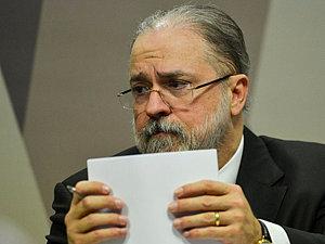 Aras se manifesta contra apreensão do celular de Bolsonaro