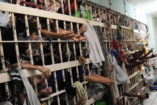 Indeferidos HCs para colocar presos idosos de SP em domiciliar
